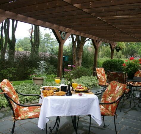 Breakfast, Brookside Mountain Mist Inn